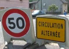 2 panneaux de la circulations illustrant des restrictions de circulation
