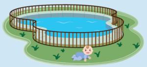 Piscine protégée par une barrière avec un bébé souriant à extérieur