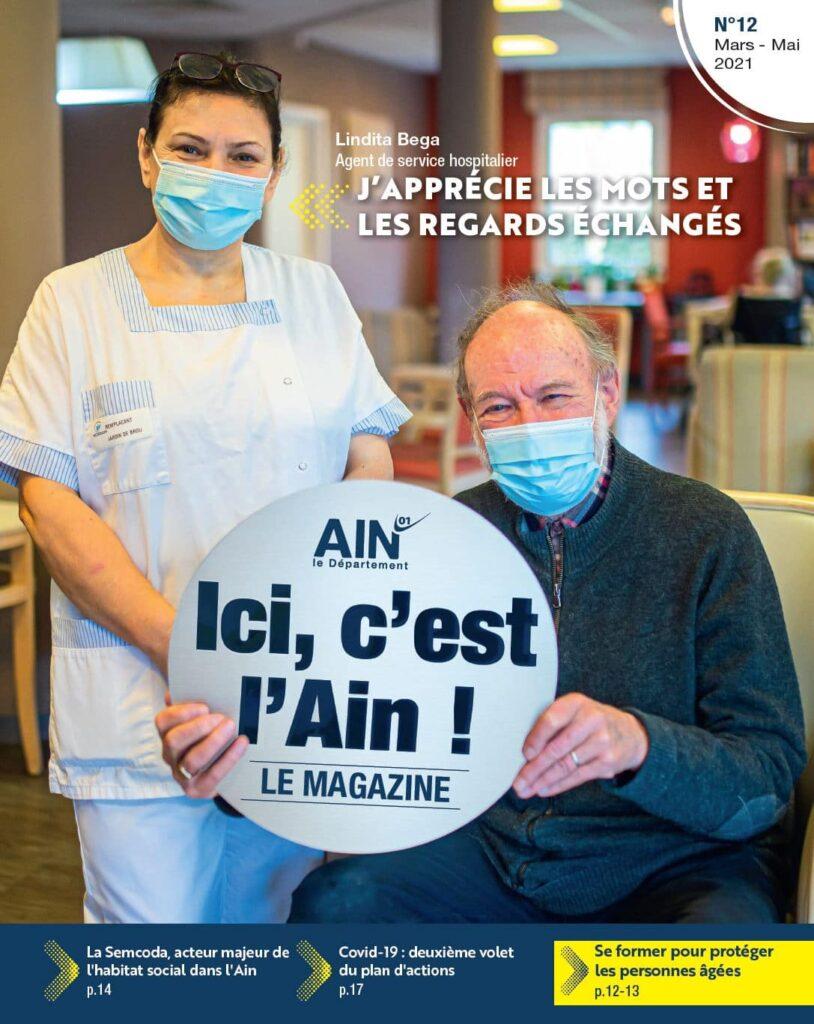 Lindita Bega, agent de service hospitalier à l'Ehpad -Établissement d'hébergement pour personnes âgées dépendantes- des Jardins de Brou, à Bourg-en-Bresse et André, un pensionnaire de l'EHPAD